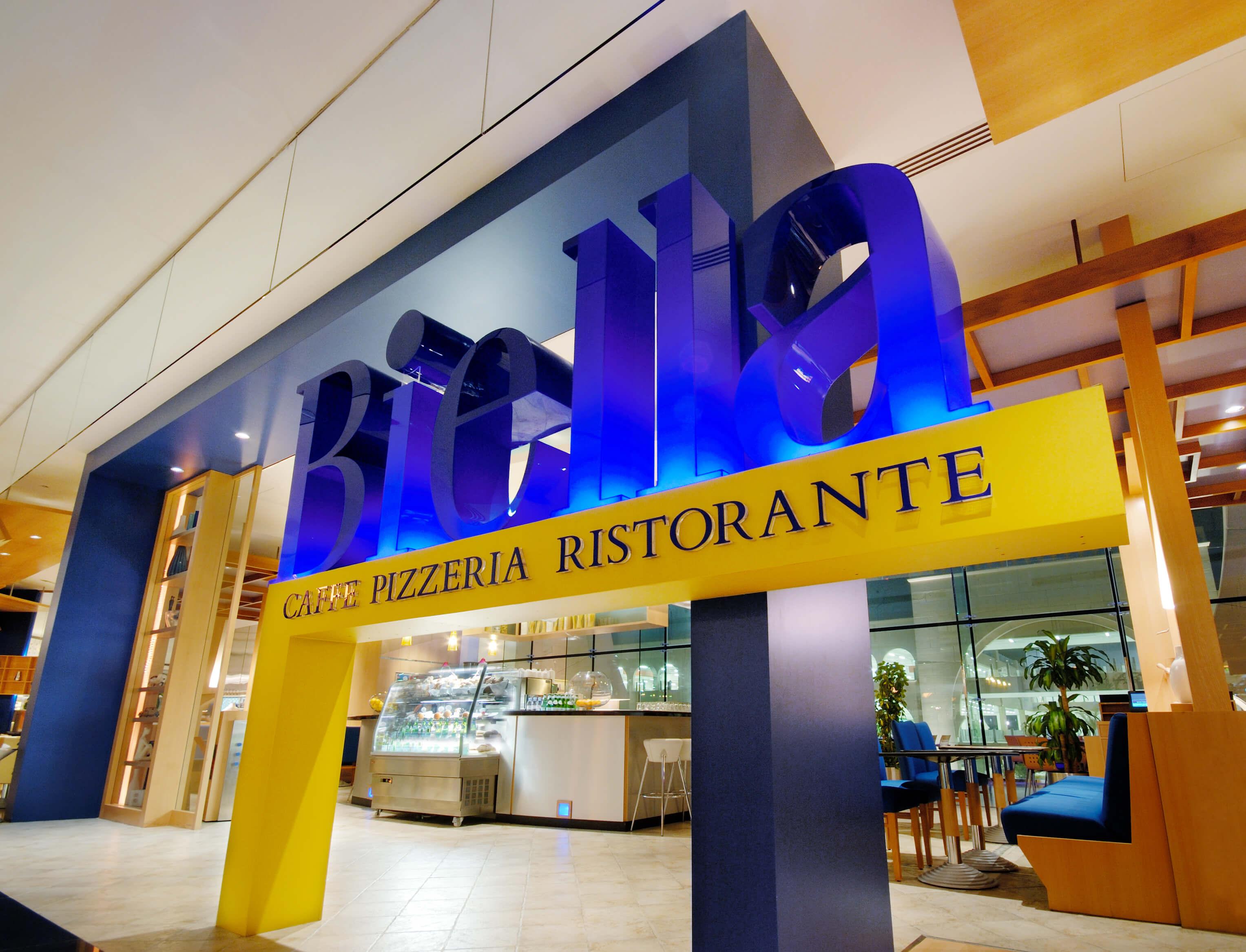 Casual italian restaurant and pizzeria interiors